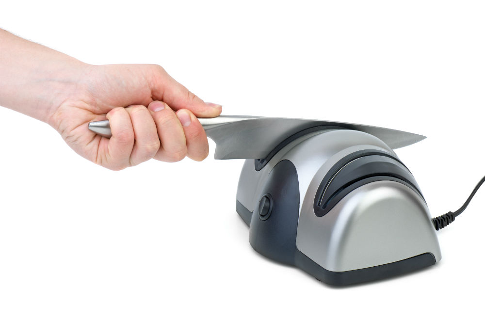 Sharpening knife with electric sharpener
